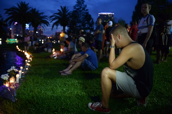 A man cries during a vigil to mourn the victims of the mass shooting at a park in Orlando, the United States, on June 12, 2016 [Xinhua]