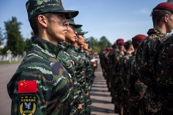 Chinese People's Armed Police Force soldiers stand in the formation during the joint anti-terror exercises in Moscow, Russia, on July 3, 2016 [Xinhua]