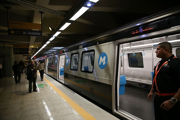 Photo taken on July 30, 2016 shows the metro line 4 train in the Jardim Oceacino station of metro line 4 in Barra da Tijuca, in Rio de Janeiro, Brazil [Xinhua]