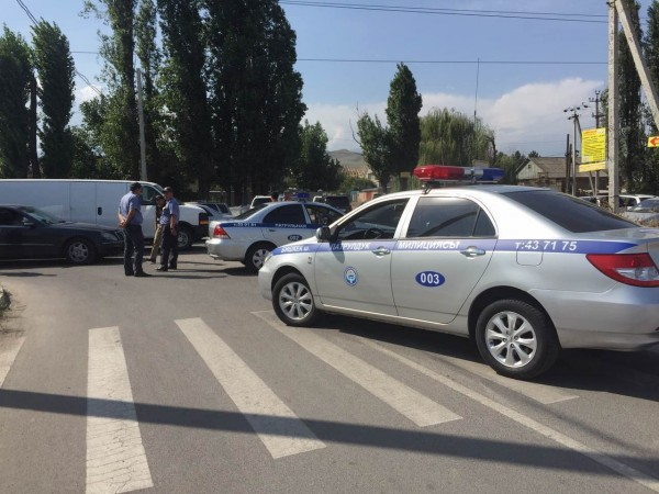 Police in the Kyrgyz capital Bishkek cordoned off the Chinese embassy compound as its employees and staff were evacuated [Xinhua]