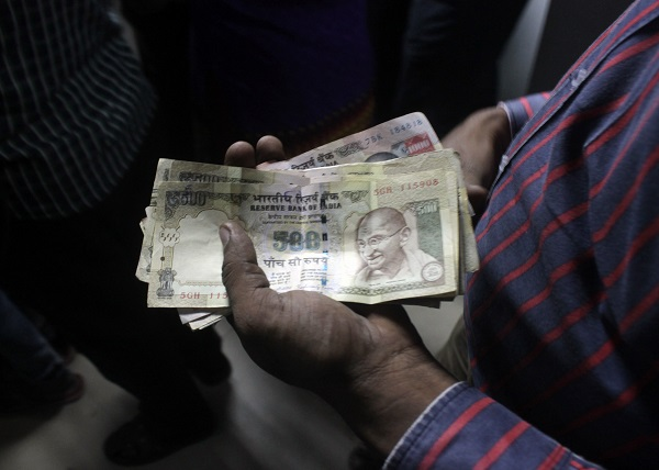 Following the recall of the outlawed 500 and 1,000 rupee notes, India is now coping with a weakened rupee amid foreign cash outflow [Xinhua]